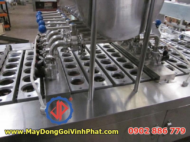 Cấu tạo dây chuyền máy chiết rót dán miệng hộp sữa chua Vĩnh Phát