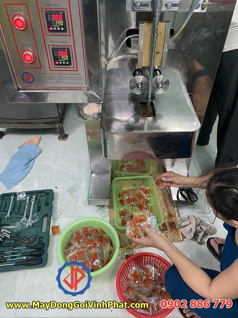 Chất lượng máy đóng gói 2 trong 1 giá rẻ 100% Vĩnh Phát sản xuất tại Việt Nam